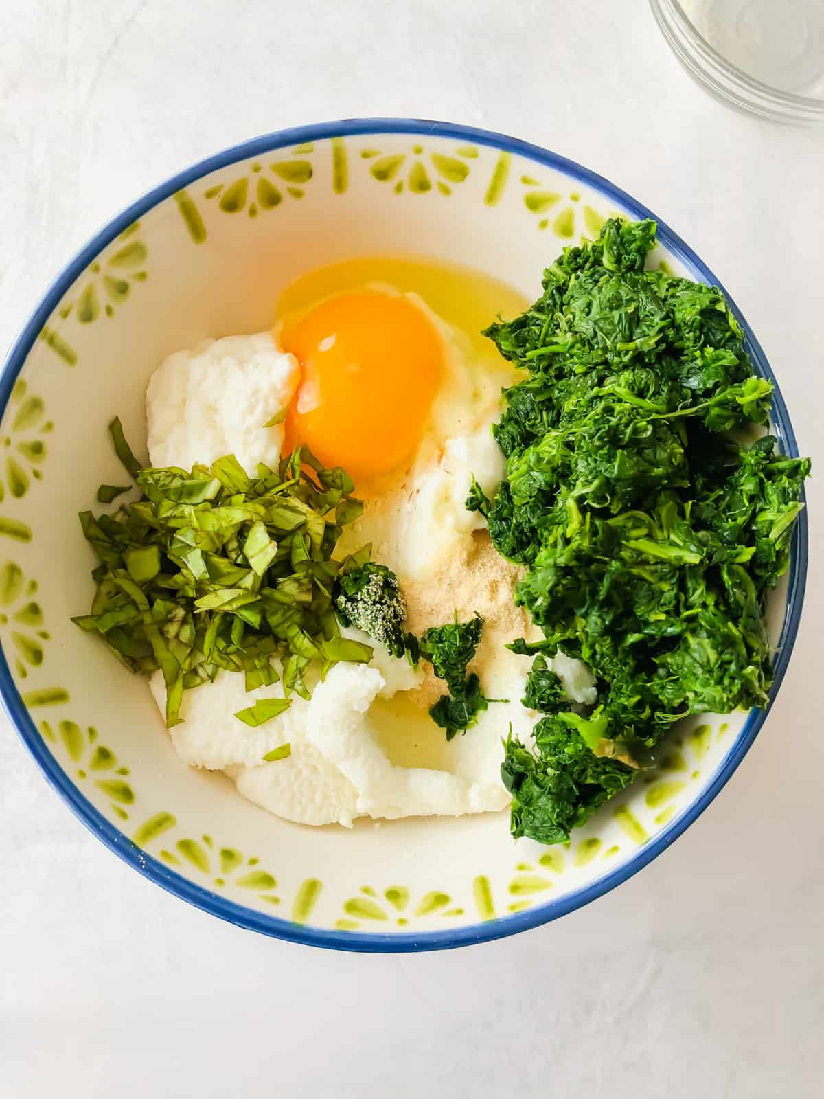 ricotta, spinach, egg in a bowl